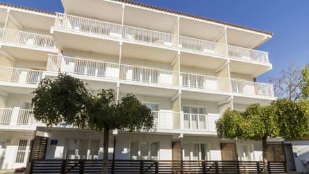 apartamentos-familiares-en-sitges-con-piscina.jpg
