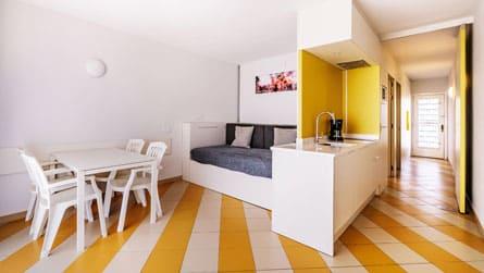 2-apartamento-2-4-personas-comedor.jpg