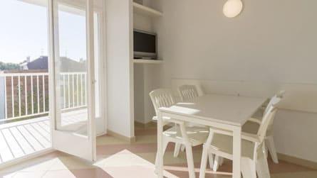 3-apartamento-2-4-personas-vistas-comedor.jpg