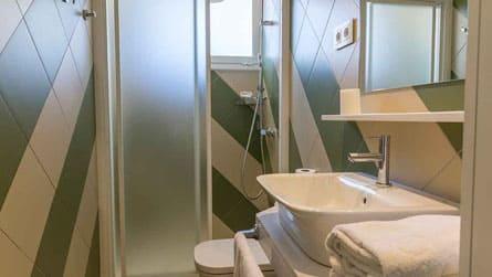 5-estudio-alquiler-turistico-lavabo.jpg