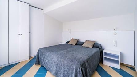 1-apartamentos-superior-sitges-dormitorio.jpg